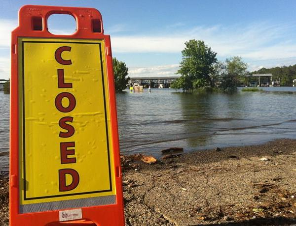Lake Resorts Remain Open Despite Flooding_-8335463495598390366