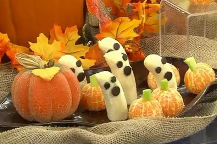 Halloween bananas and ghost pumpkins_3158844591123220563