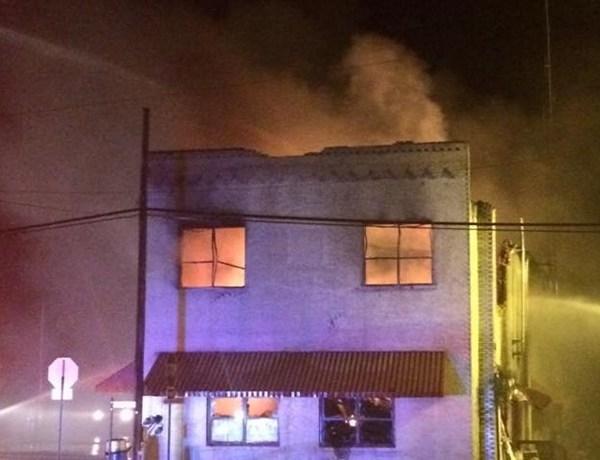 Stephens City Hall building burns._147819898864878442