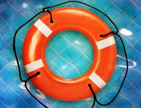 Drowning, pool, life preserver_-886676023864835593