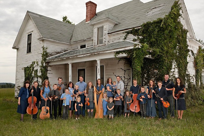 Duggar Family Photo (NBC News)_-5622146987582140773
