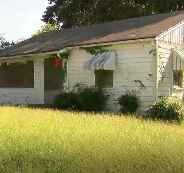 Abandoned house_1510015640896.JPG