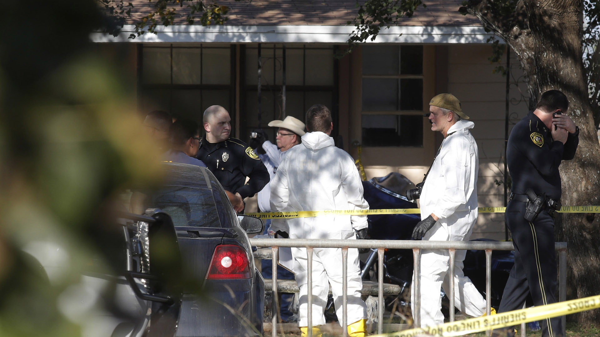 Law enforcement, forensic after Texas church shooting15608026-159532