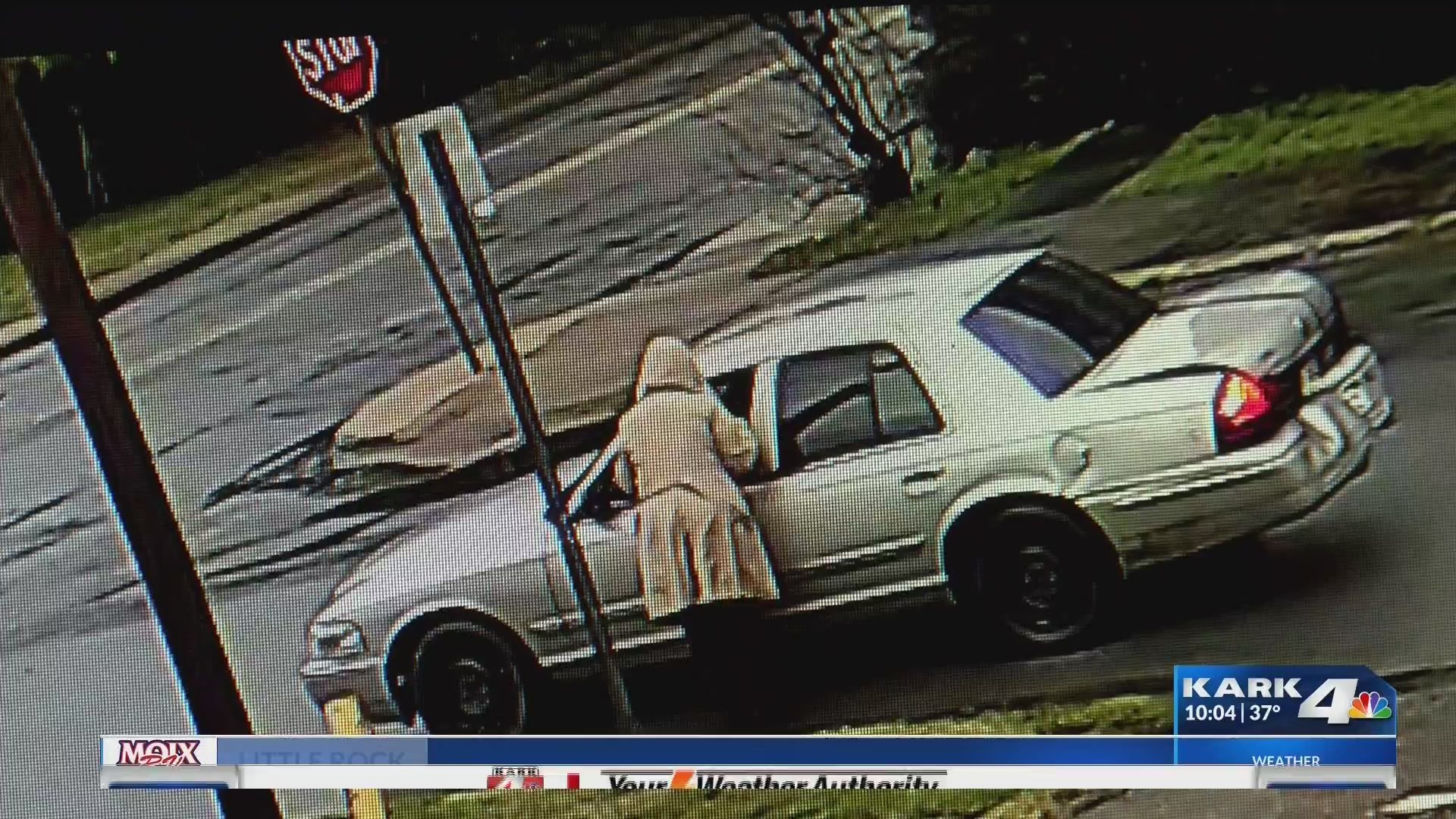 Woman_Dragged_by_Car_During_Robbery_0_20181229045722