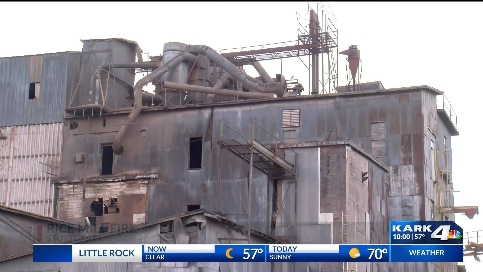 Workers_Escape_Rice_Mill_Collapse__Fire_5_20181202041205