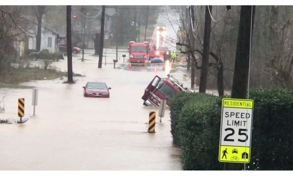 kfd truck and vehicle under water_1550931432637.PNG_74386922_ver1.0_640_360_1550949533831.jpg.jpg