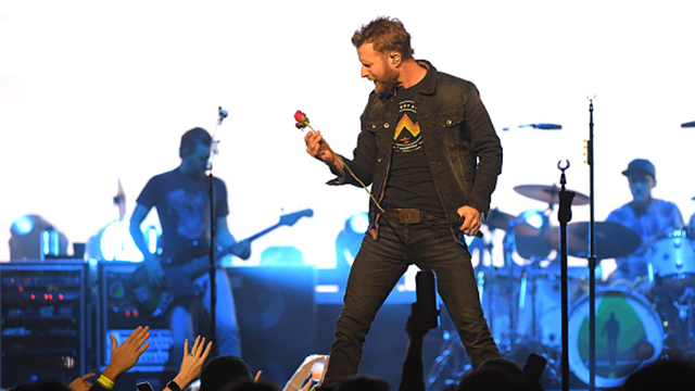 Dierks Bentley performing