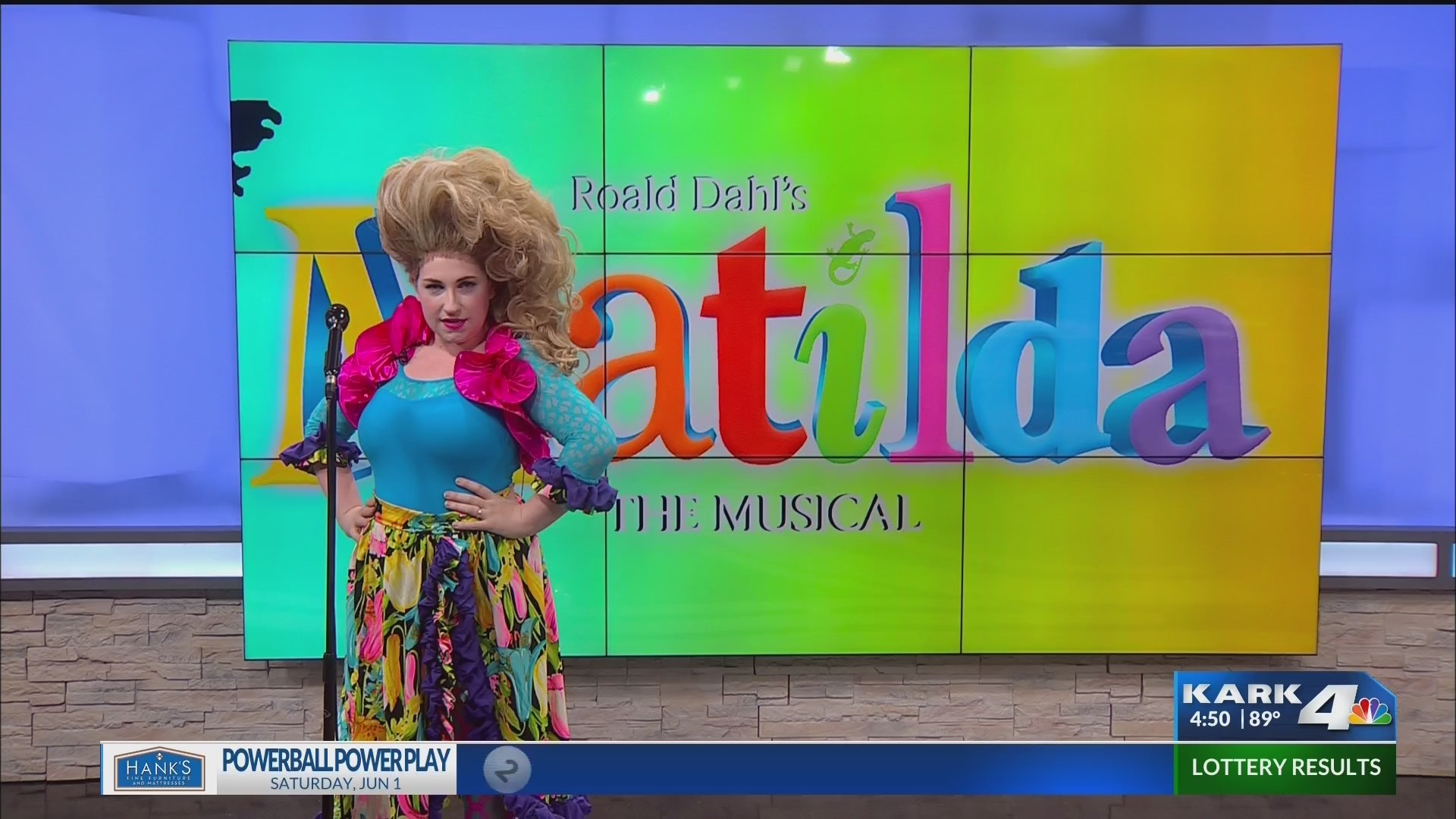 Matilda_on_stage_in_Little_Rock_0_20190604220614