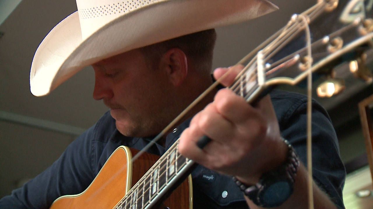One-on-one with country star Justin Moore