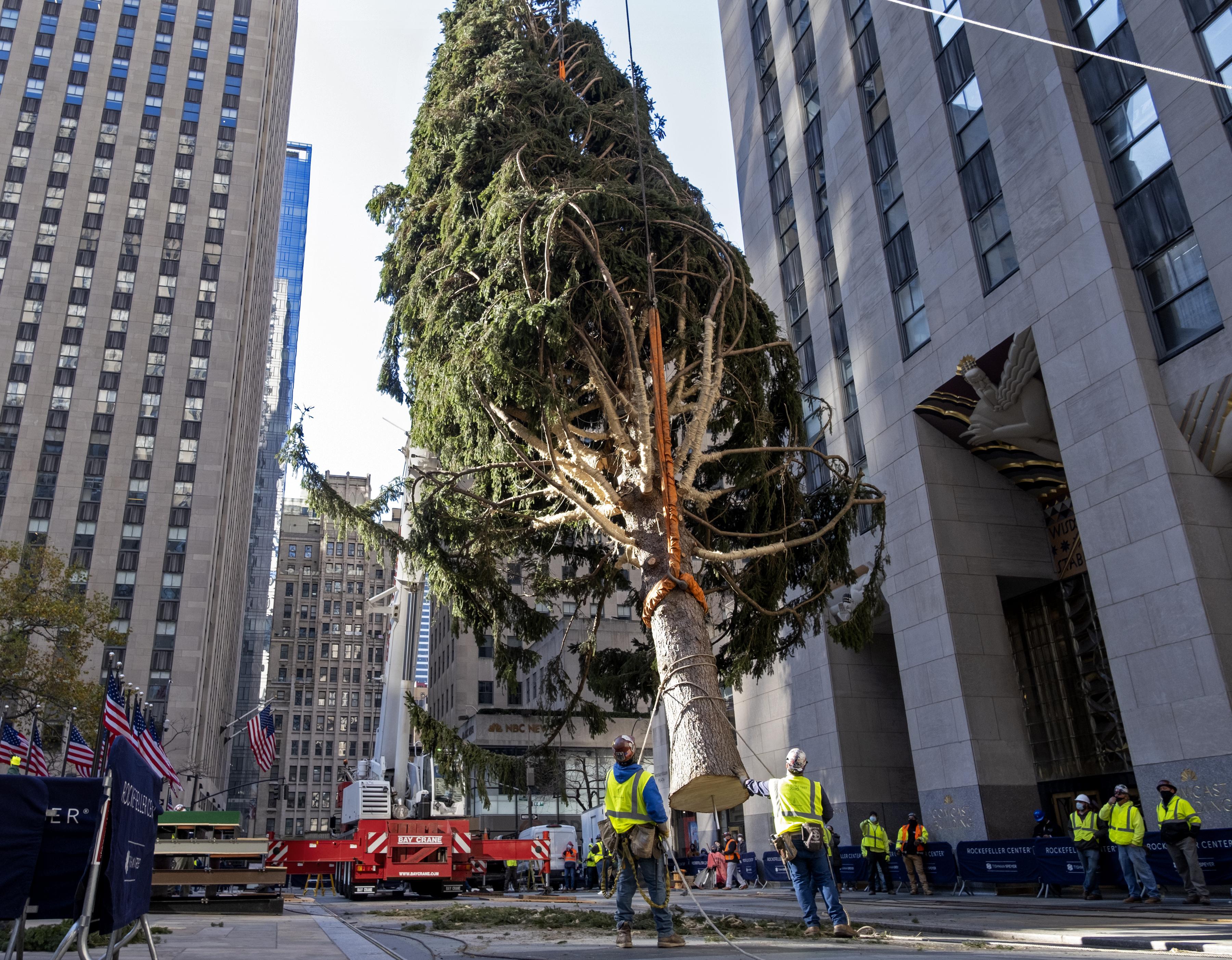 Rockefeller Christmas Tree 2021 Broadcast Rockefeller Center Christmas Tree Turns On With Virus Rules Kark